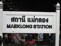 観光用の駅名標識です