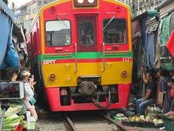 電車の通行時、事故が起きないのが不思議