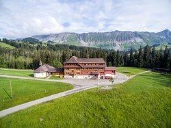 Das Berggasthaus Salwideli liegt am Ende der Salwidelistrasse und ist Ausgangspunkt für viele Bike- und Wandertouren.