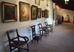 El Museo atesora importantes objetos artísticos e imaginería religiosa perteneciente a los siglos XVI, XVII, XVIII y XIX, los que pertenecieron a templos y capillas, como así también a familias de largo arraigo en la provincia.