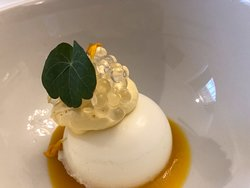 "coconut mouse, mango cream, white balsamico ""caviar"""