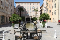 Statue of Men Playing Cards