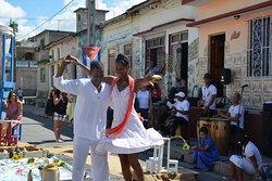 La rumba cubana y otros géneros de música popular se promocionan en nuestro espacio como parte de nuestros valores culturales