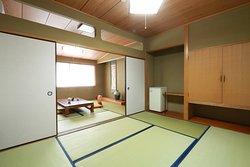 和の心を大切にした数寄屋造りの客室は深いやすらぎを与えてくれます。