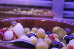El Asador el chico es sin duda unos de los más reconocidos asadores  en la zona de Ciudad Real.  Carnes, pescados, cocina tradicional y materias primas de calidad hacen  del Asador el Chico el sitio ideal para comer en la llanura manchega.