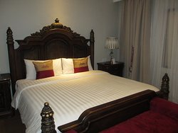 Deluxe Room King Bed