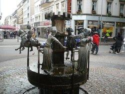 Der Puppen-Brunnen am Südwall.