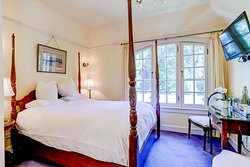 The Blarney Room with a queen size bed and private bath.