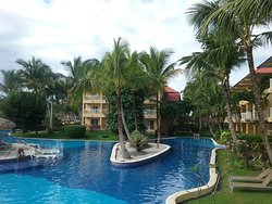 Nice resort & safe, wish there was no smoking...