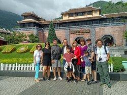 Hình chụp trước cổng núi Bà Nà, Đà Nẵng, Việt Nam