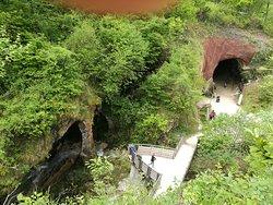 Le Grotte del Caglieron nel Comune di Fregona in provincia di Treviso, immerse nel bosco del Cansiglio.