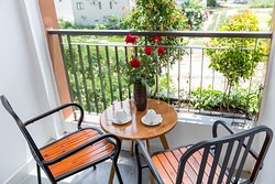 Apartment with Balcony  SLEEPS: 2   BED: 1 KING BED   AVG. SIZE: 376 SQ. FT