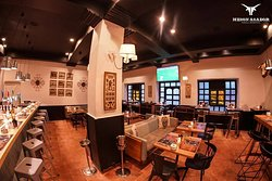 Votre restaurant s'est refait une beauté ! Une nouvelle déco, une ambiance lumineuse & chaleureuse, une carte renouvelée & une équipe de choc ... On vous attend en service continu du Lundi au Dimanche !