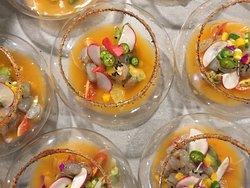 Aguachile naranja de camarones y mango