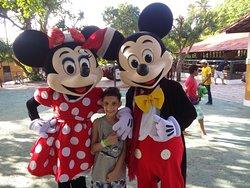 a turma do Mickey atendeu todas as crianças e ainda fizeram shows durante toda tarde