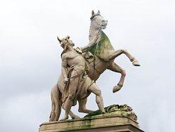 """Skulpturen """"Obotrit mit Pferd"""""""