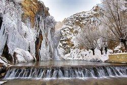 🇹🇷❄️ Darende Günpınar Şelalesi  ☃ 🌨 Geçen yıl Türkiye'nin 243. tabiat parkı ilan edilen Günpınar Şelalesi'nin büyük kısmı, ilçede hava sıcaklığının sıfırın altında 15 dereceye kadar düşmesi üzerine kısmen buz tuttu.