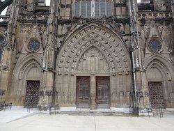Le portail et ses 20 couples d'anges