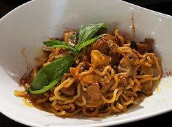 "Bigoli ""al torchio"", ragoût de canard & cèpes Bigoli ""al torchio"", duck stew & ceps"