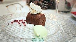 Parfait de ciocolată cu sorbet de lime, fulgi de cocos și zmeură deshidratată