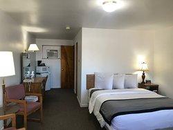 Room 12/11 offer queen beds.