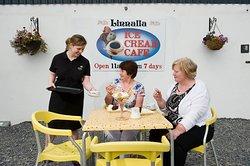 Tea and a Sundae at Café Linnalla