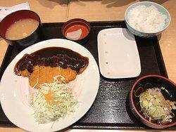 味噌カツ定食。ご飯は大盛無料だったが、写真は普通盛り。