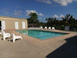 Hotel mi Tierra, Palomino Bar, Piscina, Rest La Churasqueria del Gordo, salon de actividades y Piscina love nuevo en Cabo Rojo!
