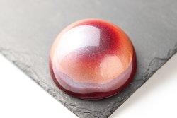 Esfera de Chocolate rellena de mousse con frutos rojos