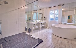Salle de bain Suite Dhammazedi du Grand Hotel Belfry de Lourdes