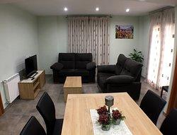 Salón en casa rural Bielas y Pistones