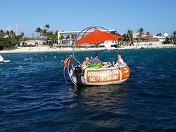 With Octopus Aruba private Aqua Donut boat, you are sure to experience the pure enjoyment of cruising in the open air and sea, where you can unwind yourself and appreciate the blissful vast sea.