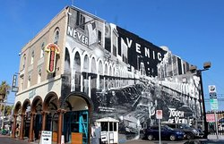Touch of Venice mural