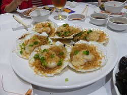 Steamed scallops with garlic & vermiclli