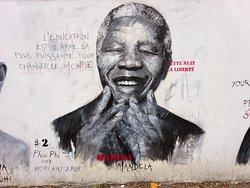 Fresque « place des grands hommes de paix »  réalisée par l'artiste française Phu Phi