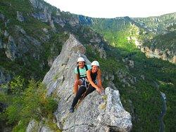 En couple en haut de la roche Aiguille