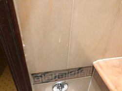 Toothpaste on tiles- there when we checked in....still there when we checked out
