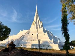 Wat Phu Khao Thong (Golden Mount)