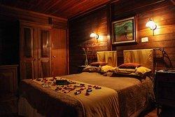 Suíte com banheira Ofurô com decoração romântica