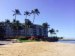 Beach that fronts the Menehune Shores - Condominium Rentals Hawaii