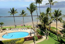 Oceanfront pool at the Menehune Shores - Condominium Rentals Hawaii