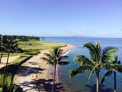 Beautiful oceanfront coastline at the Menehune Shores on Maui - Condominium Rentals Hawaii