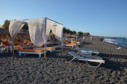 Kamari - luxusní postele na pláži k pronájmu