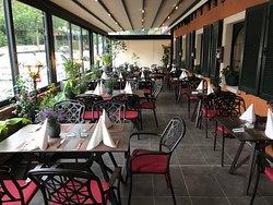 """Restaurant Schleifmühle Bacchus """"Terrasse auf der Straßenseite"""""""