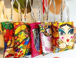 Souvenirs y mucho más del aclamado artista panameño Rolo de Sedas