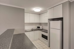 adina serviced apartments canberra james court one bedroom apartment kitchen