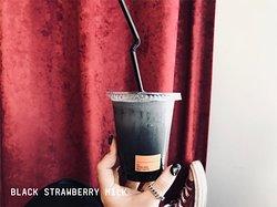 BLACK STRAWBERRY MILK