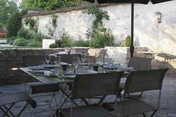 repas en terrasse dans le jardin