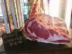 Lomo alto de Black Angus Americano, 100% certificado de Nebraska, una carne como ésta no podía faltar en nuestra carta.
