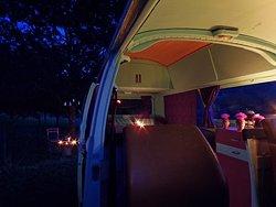 Notre van aménagé pendant la nuit